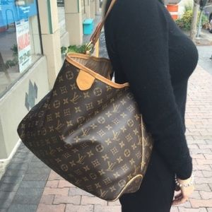 🥰Delightful mm🥰 monogram Louis Vuitton hobo